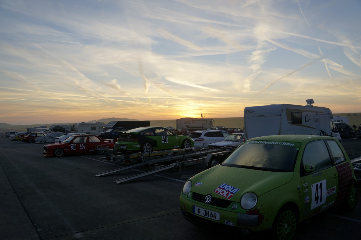 VW Lupo 1,4 16V, Flughafen Bitburg im Sonnenaufgang
